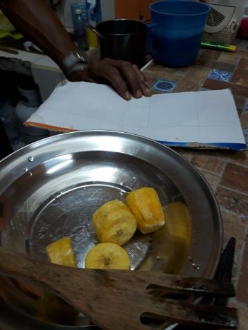 Tostones av fongo (en typ av matbanan) eller platano (en annan typ): Stek bitar av matbanan i olja